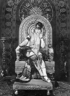 Betty Blythe as the queen in The Queen of Sheba (1921).