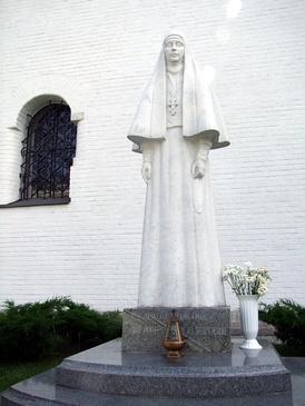 Памятник Елизавете Фёдоровне скульптора Вячеслава Клыкова, 2010 год
