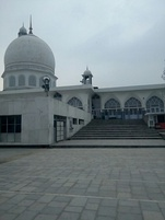 Hazratbal Shrine built in around 1700 AD]]