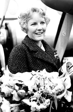 Petula arrives in The Netherlands, 1960