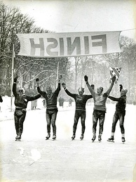 Finish of the Elfstedentocht in 1956