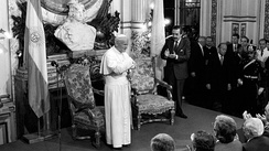 Pope John Paul II with Alfonsín, at the Casa Rosada