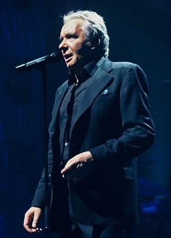 Michel Sardou at the Palais des Sports in 2005.