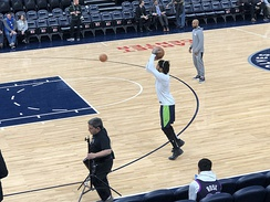Derrick Rose warming up with the Timberwolves.