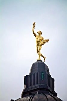 The Golden Boy viewed from the front.