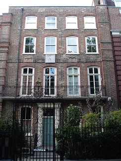 15 Cheyne Walk, Chelsea, London, where Courtney once lived