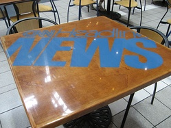 1997–2001 CNN Headline News logo on a table in the food court at CNN Center. This table has since been removed.