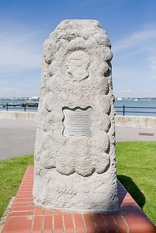 Memorial to Sir Christopher Cockerell at Hythe - geograph.org.uk - 514712.jpg