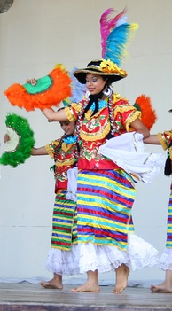 Nicaraguan women wearing the Mestizaje costume, which is a traditional costume worn to dance the Mestizaje dance. The costume demonstrates the Spanish influence upon Nicaraguan clothing.[214]