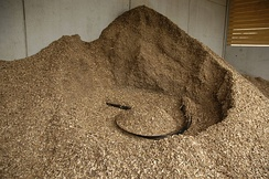 Wood chips in a storage hopper, in the middle an agitator to transport the material with a screw conveyor to the boiler