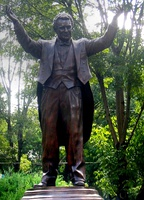 A statue in Mexico City to Plácido Domingo as a recognition to his contributions to 1985 Mexico City earthquake victims and his artistic works.