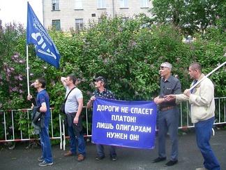 Протестующие дальнобойщики на антикоррупционном митинге в Екатеринбурге (12 июня 2017 года)