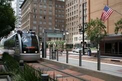 Скоростной трамвай в Хьюстоне компании METROrail, открытый в 2004году.