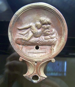 Male–female couple on an oil lamp (Römisch-Germanisches Museum)