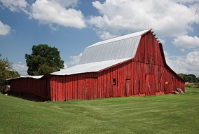 Old red barn near Muscle Shoals in northern Alabama