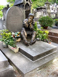 Tombstone of Vaslav Nijinsky in Cimetière de Montmartre in Paris. The statue shows Nijinsky as the puppet Petrouchka.