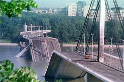 Liberty Bridge destroyed, 1999