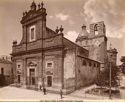 The façade of Basilica di Santa Maria Assunta in a photo of the early years of the 20th century.