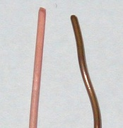 Unoxidized copper wire (left) and oxidized copper wire (right)