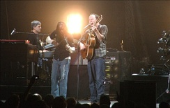 Dave Matthews Band performing at Vodafone Arena in Melbourne on May 1, 2007, starting their second tour of Australia.