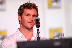 Ryan Kwanten[4] plays the role of voicing Blinky Bill.