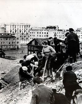Строительство оборонительных сооружений на окраине Мурманска. 1941