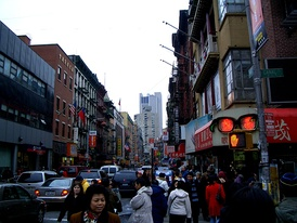 Crossing Canal Street in the Manhattan Chinatown (紐約華埠), facing Mott Street toward the south