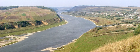 At the confluence of the Seret and the Dniester.