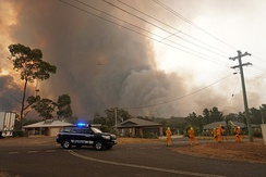Large out-of-control bushfire approaches the New South Wales township of Yanderra