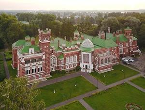 Замок Шереметева с высоты птичьего полёта.jpg