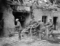 British gunners with 18 pounder at Saint Floris Battle of the Lys 1918