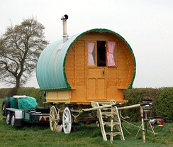A Romani wagon pictured in 2009 in Grandborough Fields in Warwickshire (Grandborough Fields Road is a popular spot for travelling people)