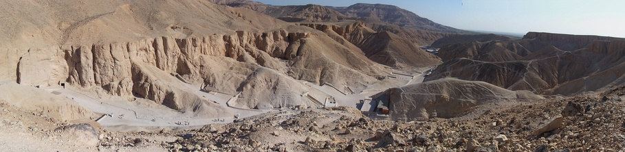 Панорамный вид на Долину царей.
