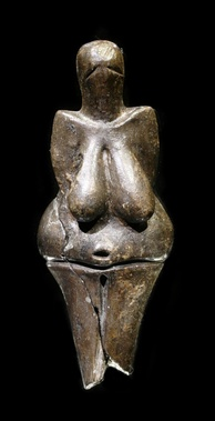 Earliest known ceramics are the Gravettian figurines that date to 29,000 to 25,000 BC.