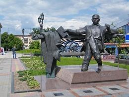 Ровно. Памятник Власу Самчуку..JPG