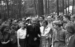 Hồ Chí Minh with members of the East German Young Pioneers near Berlin, 1957