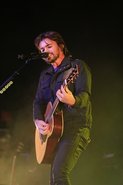Juanes performing on the 'Unplugged' tour