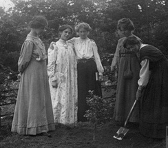 Millicent Browne planting a tree at Eagle House (suffragette's rest) with Mary Phillips, Vera Wentworth, Elsie Howey and Annie Kenney
