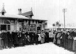 In Pushkin, Saint Petersburg, a procession to promote temperance in front of the Tsarskoye Selo Railway station (1912)