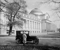 Model T Ford parked in front of the National Museum in 1926