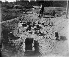 Archaeological excavation of a Stone Age settlement at Glamilders in Långbergsöda village, Saltvik, Åland, in 1906.