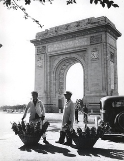Pretzel vendors in front of the Romanian Triumphal Arch in Bucharest.