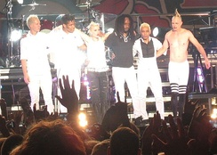 No Doubt performing on the 2009 Summer Tour