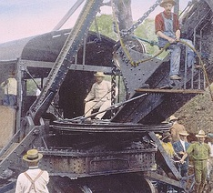 Roosevelt at the controls of a steam shovel excavating Culebra Cut for the Panama Canal, 1906