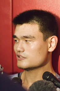 Yao answers questions from reporters, October 2006