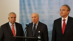 UN Mediator Matthew Nimetz with negotiators Zoran Jolevski and Adamantios Vassilakis at a press conference after the round of negotiations in November 2012