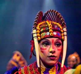 An actress performing in the Festival of the Lion King