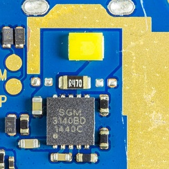 Flash LED with charge pump integrated circuit