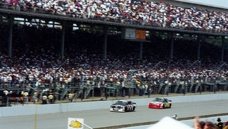 Mast leading Jeff Gordon (No. 24) at the 1994 Brickyard 400.