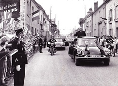 Charles de Gaulle's motorcade passes through Isles-sur-Suippe (Marne), the president salutes the crowd from his famous Citroën DS